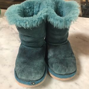 Peacock Blue Bow Uggs